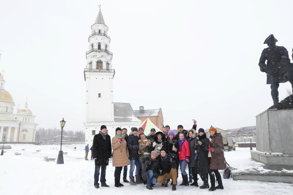 Фото на память на фоне наклонной башни
